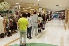 9/4 鹿島ショッピングセンターエブリアでのみの市開催、大勢の客でにぎわう