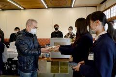 2/7 いわき海星高校とやま鳶が開発、カナガシラの「勝つカレー」販売