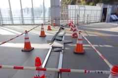 2/14 平、前日の地震でいわき駅南北自由通路のエキスパンションジョイントが破損