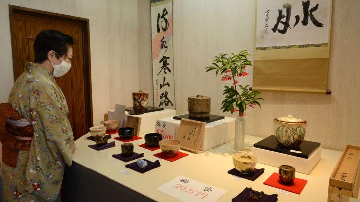 小野美術が創立20周年 恒例新春茶道具展開く
